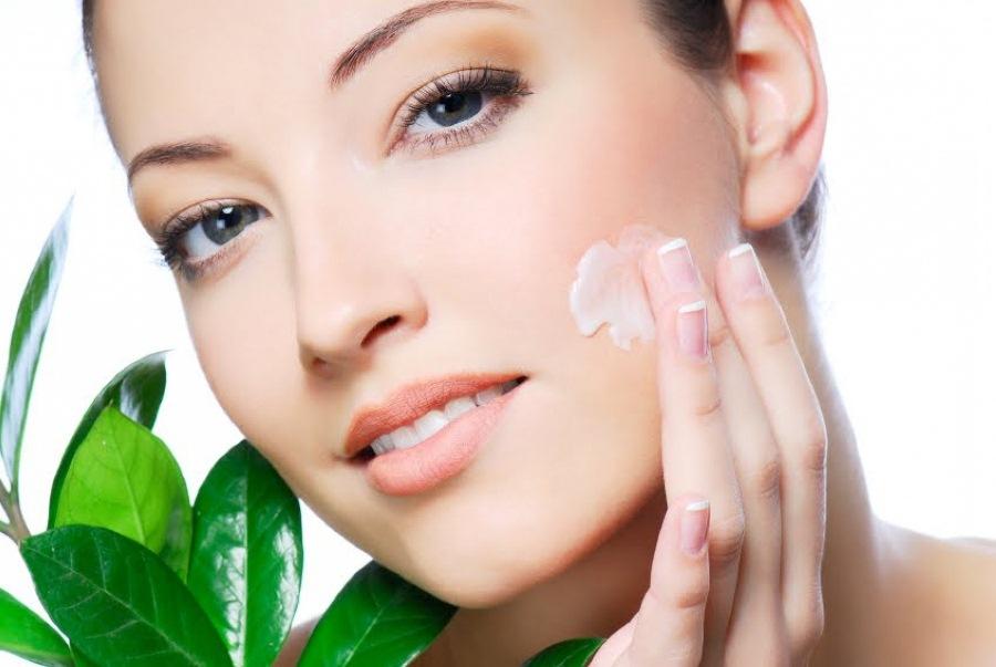 Использование косметических средств по уходу за кожей