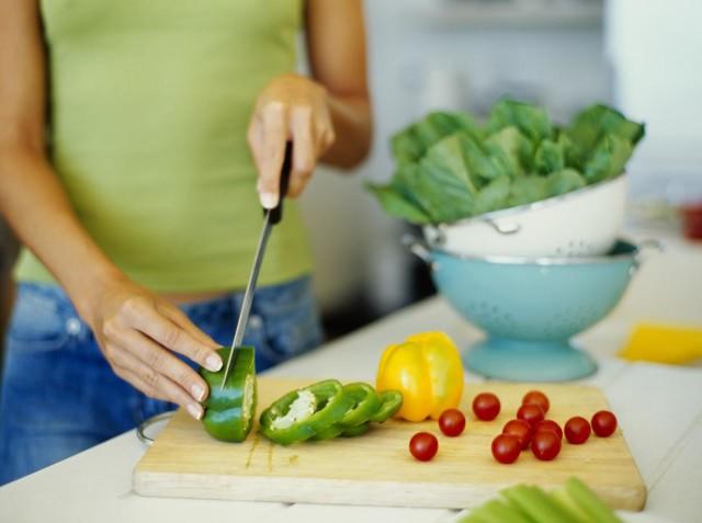 Яблоки, ягоды, помидоры, огурцы, зелень, морковь, перец, кабачки, капуста — должны ежедневно присутствовать в рационе