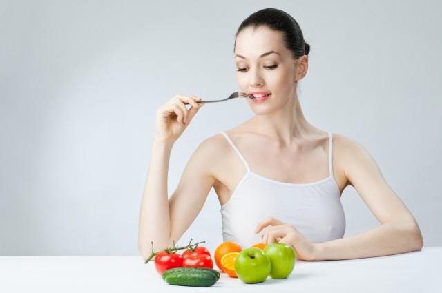 Диета при атеросклерозе направлена на уменьшение в рационе питания калорийности продуктов, количества животных жиров, увеличение количества клетчатки, овощей