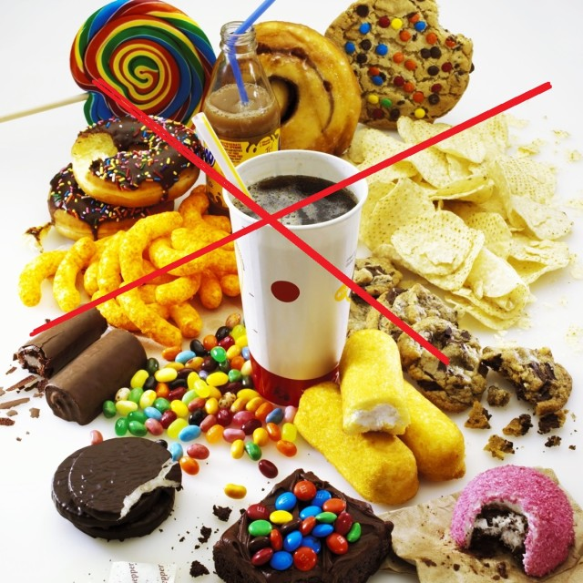 Более всего холестерина в животных жирах, желтках куриных яиц, субпродуктах, особенно мозгах