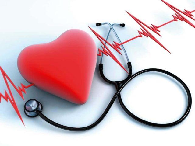 Если у человека есть врожденные пороки сердца, то низкое давление от аритмии может провоцировать обмороки