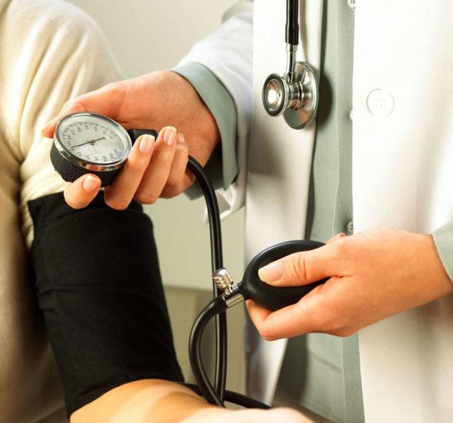 Патологические процессы органов, участвующих в поддержании баланса кровяного давления, приводят к его колебаниям