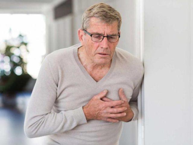 Связано это с тем, что при аритмии сердце неправильно сокращается, в результате чего образуются тромбы