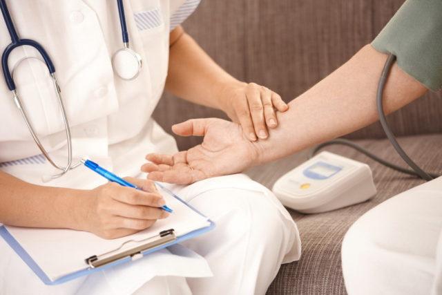 Цель лечения аритмии - устранить первопричину ее возникновения и восстановить правильный синусовый ритм сердца