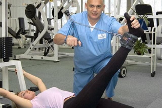 Врач индивидуально определяет степень допустимой нагрузки, учитывая тяжесть состояния пациента, его возраст, общее состояние здоровья и наличие сопутствующих заболеваний