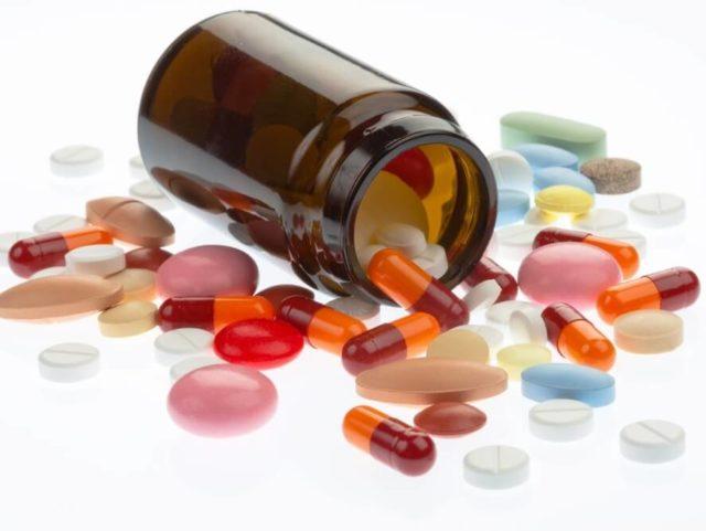 Самостоятельно подбирать лекарства после инфаркта категорически запрещено, за подробными назначениями следует обратиться к своему кардиологу