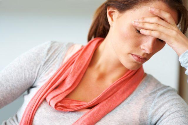В ответ на раздражитель начинает повышаться активность блуждающего нерва и расширяются сосуды, что вызывает скачки АД до низких значений