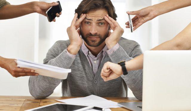 Стрессы – ведут к активации симпатической нервной системы, выполняющей функцию мгновенного активатора всех систем организма, в том числе и сердечно сосудистой