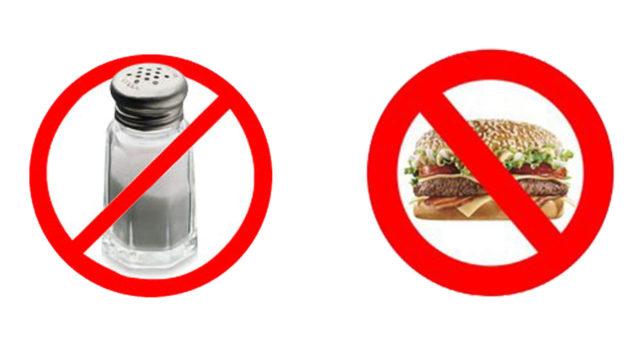 Диета при гипертонии также предполагает ограничение приема в пищу соленых продуктов