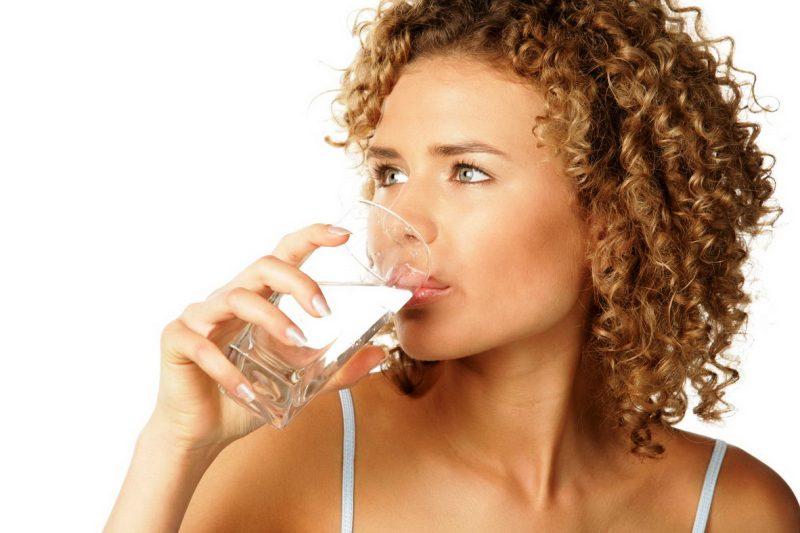 Регулярно пейте минимум 2,5л. обыкновенной воды в сутки