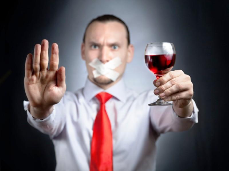 От алкоголя стоит отказаться