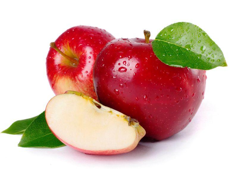 Перед употреблением яблоки желательно почистить