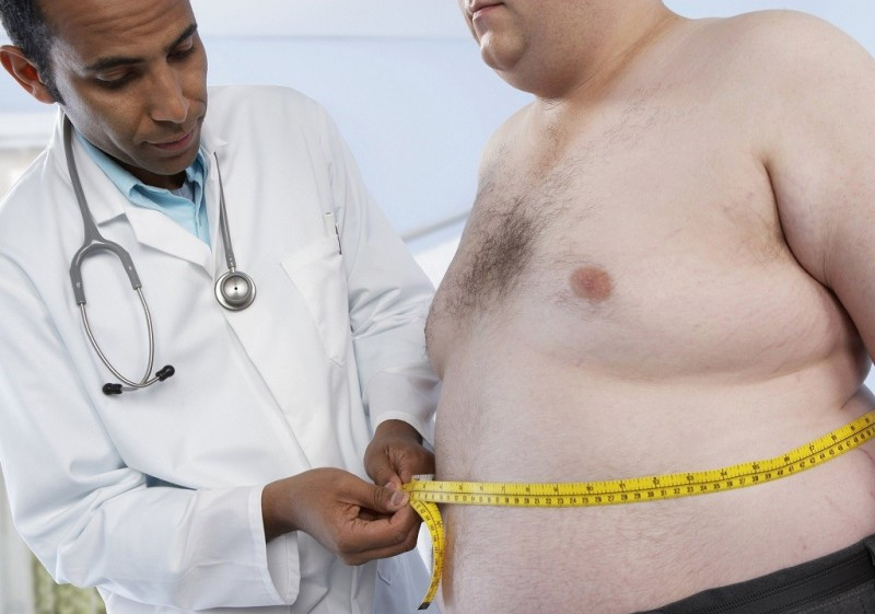 Мужчина больной ожирением