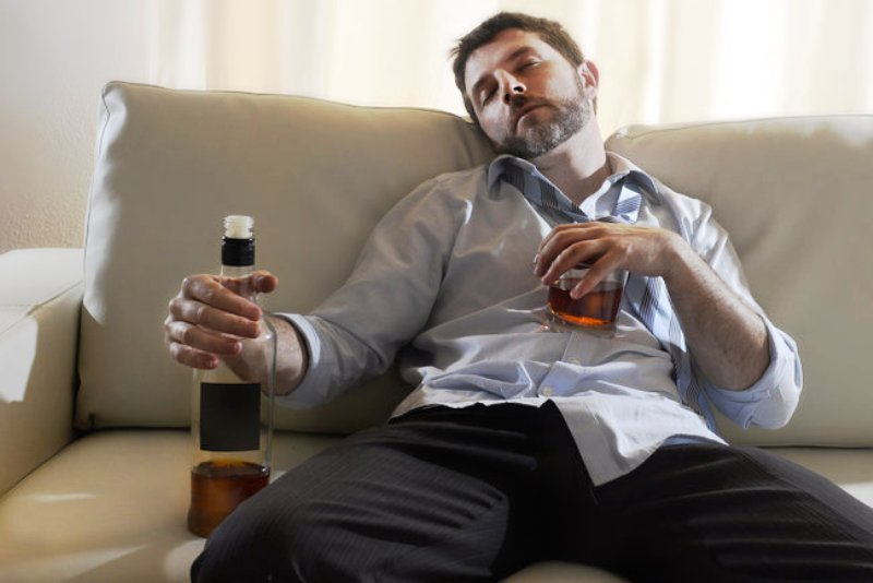 Употребление спиртного в больших количествах