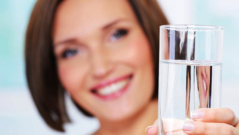 Регулярно пейте обыкновенную чистую воду