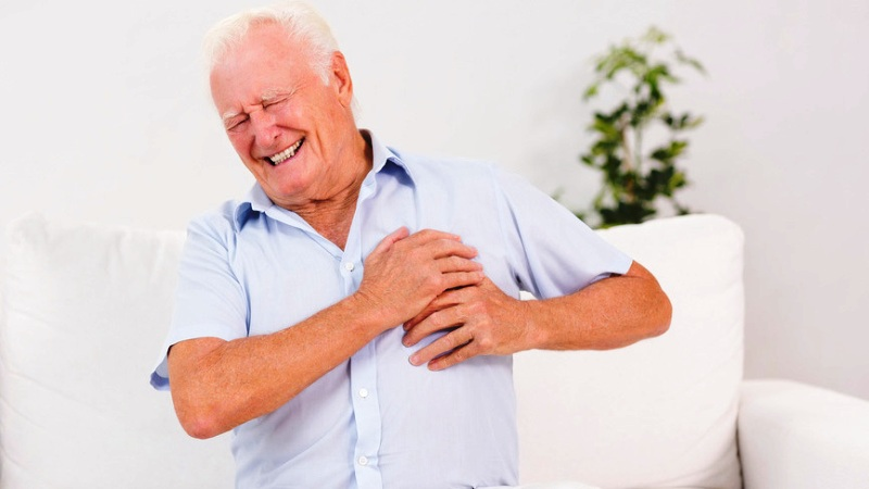Боль при инфаркте у пожилого мужчины
